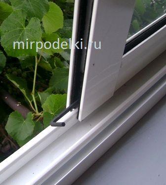 Регулировка алюминиевых окон на балконе.