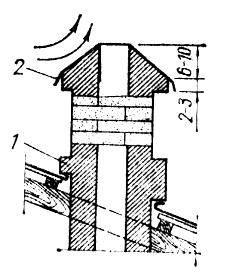 Противоопрокидывающий оголовок трубы в форме пирамиды: 1 - разделка у крыши; 2 - металлическая облицовка