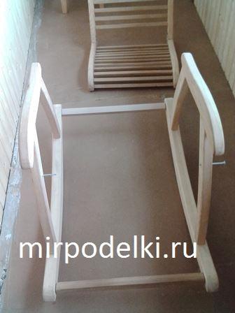 Фото. 3 Конструкция деревянного кресла-качалки. Наручники с полозьями.