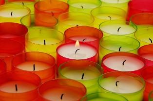 Свечи простой формы.