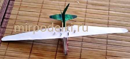 Модель планера из бумаги.