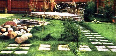 Садовые дорожки из тротуарной или бетонной плитки.